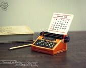2018 & 2017 DIY Printable Paper Desk Calendar Papercraft   Realistic Orange Miniature Typewriter   A4 template pdf   Instant download gift