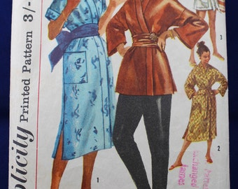 1950's Sewing Pattern for a Woman's Robe & Trousers in Size 12 - Simplicity 1840