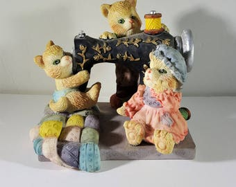 Vintage Resin Cats Playing on Sewing Machine Figurine Cats and Sewing Machine Vintage Figurine