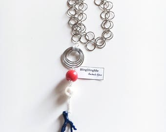 Maxi necklace with Pendant in aluminium and resin beads