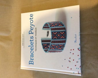 Book peyote bracelet