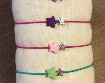 Little infant bracelet very star .and from 3 years.