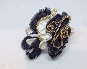 Black and white sculpture zipper brooch
