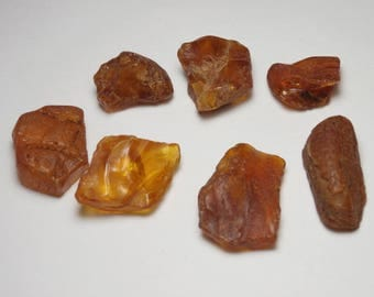 P 88 - lot 7 pieces of amber UN-DRILLED