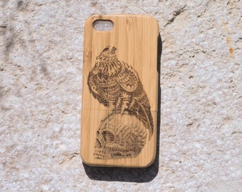 "SmartPhone stand ""Eagle on skull"" bamboo - iPhone 5s"