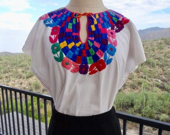 Oaxaca Blouse Huipil/ Vintage Mexican Blouse with Amazing Embroidery/ Bohemian Blouse/ Gypsy Blouse