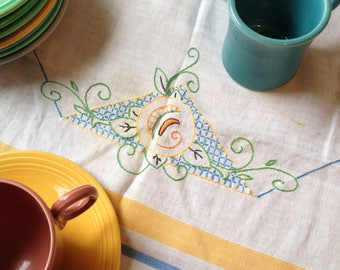Vintage Tablecloth Delightful 1940's Table Cloth Tea Party Tablecloth Small Tablecloth Square Tablecloth Linen Farmhouse Kitchen Tablecloth
