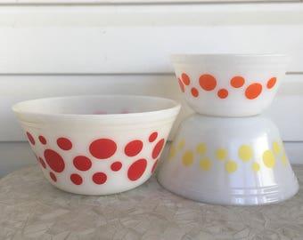 Federal Glass Polka Dot Mixing Bowls, Polka Dot Bowls, Vintage Mixing Bowl Set, Federal Dot Bowls, Milk Glass Bowl, Retro Kitchen