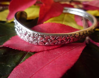 Gorgeous Cuff Bracelet in the National Silver Co. NARCISSUS Pattern 1935
