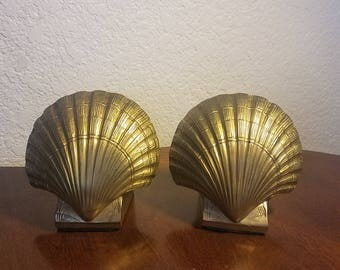 Vintage Brass Bookends / Set of 2 / Pair of Hand Cast Brass Scallop Shell Bookends / Heavy Brass Clam Shell / Library Decor/Nautical Decor
