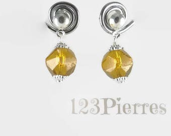 Very small vintage amber earrings