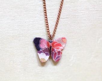Pendentif origami papillon en OR ROSE, papier à motifs floraux