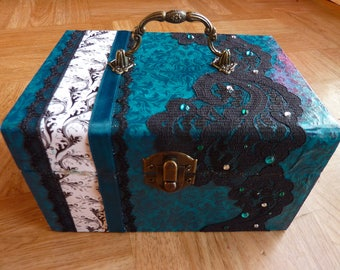 turquoise box with lace and rhinestones