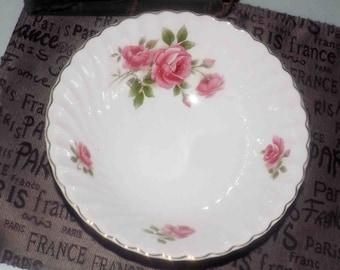 Mid-century (c.1950s) Johnson Brothers Enchantment pattern vegetable   serving bowl. Pink roses, gold, edge. Snowhite Regency ironstone.