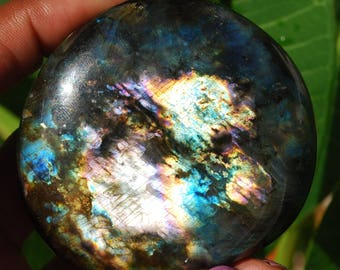 127 g Labradorite from Madagascar with stunning highlights /E066 Protection stone