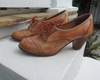 Vintage 1970's Tan Leather Oxford Heels, Boho, Lace-up Shoes, Wood Heel, Size - 8