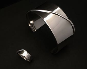 Swirl banded ring