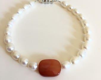 Pearl bracelet / fresh water pearl bracelet / dainty bracelet /