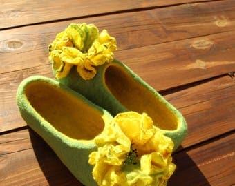 Slippers for Her / Lemon and green apple / Felted slippers for woman / Folk-Inspired Handmade Comfortable Carpet Slippers