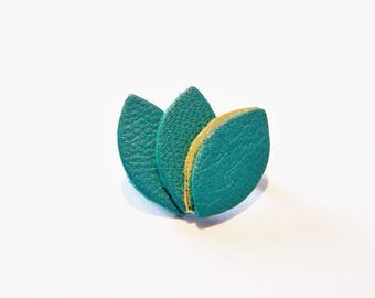 Leather piping and emerald green brooch gold plated
