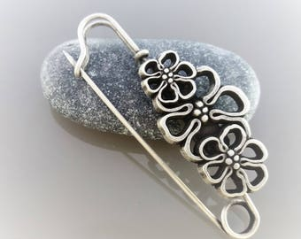 Brooch 7,7 cms silver color decoration flower
