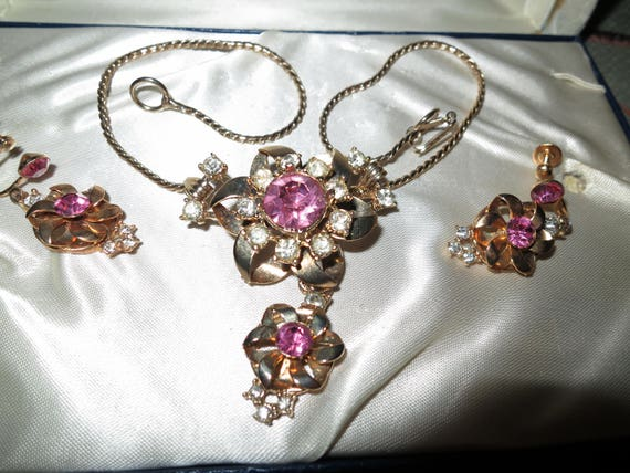 Lovely vintage set of gold metal pink and clear rhinestone necklace or brooch and earrings