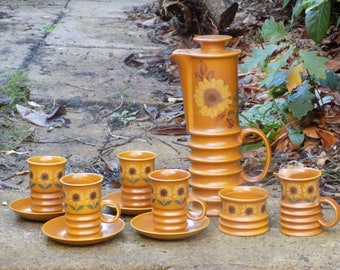 A Vintage Retro 1960s Carlton Ware Sunflower Coffee Set with Coffee Pot 4no Cups Saucers Ochre Glazed - Mint