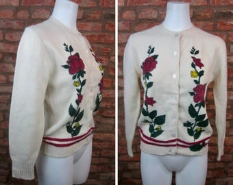Vintage Sweater • 70s Cardigan • Small Sweater • 1970s Floral Cardigan Sweater • Cream White Roses Sweater • Thin Wool Cardigan Button Down
