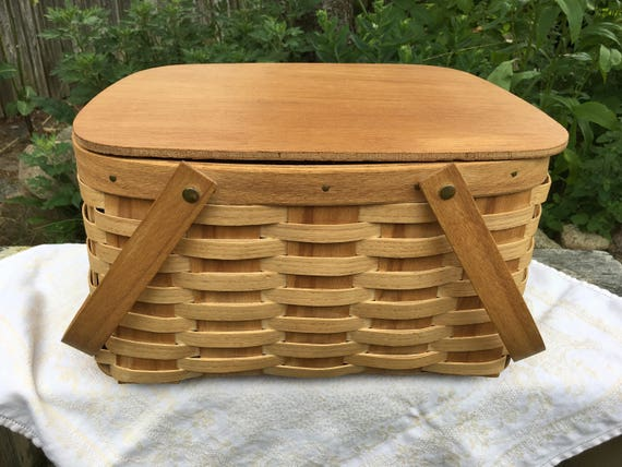 Picnic Basket Pie : Vintage woven wood picnic basket pie with shelf