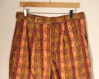 90s hippie grunge shorts// India Fall bohemian floral print long pleated// Vintage Bronzin// Mens size 34