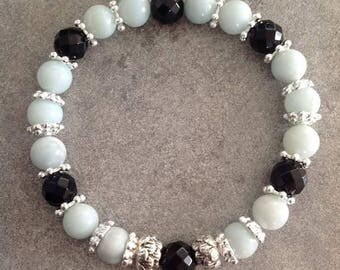 Please energized Bracelet please well being, meditation, femininity, sweetness of amazonite and faceted onyx