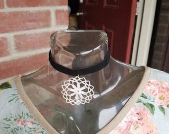 Ornament Leather Choker