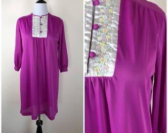 Vintage Womens 1970s Fuchsia Pink 3/4 Sleeve Nightgown with Daisy Embroidered Satin Panel | Size M/L