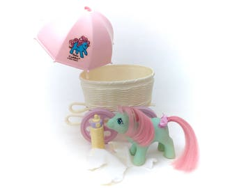 G1 My Little Pony Baby Cuddles Baby Buggy Carriage Wagon Lot Set Near Complete Vintage Babies Ponies 80s MLP Brush Rattle Bottle Pillow NICE