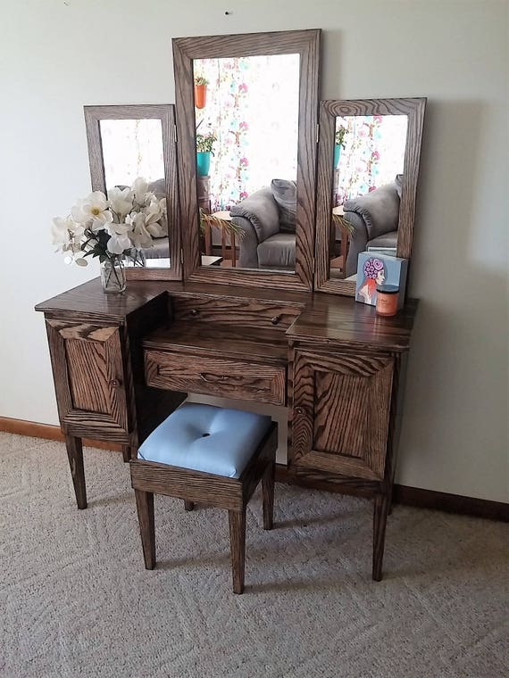 Lavish lady iii oak makeup vanity table with tri fold mirror for Oak makeup table