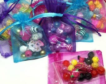 20 Shopkins bracelet kits party favors - 20 complete bracelet kits in organza bags and free birthday girl necklace!