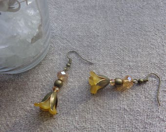 Earrings bronze yellow flower with support