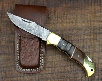 Woodsman No. 2 [Size M] Folding Knife No. 1 - Damascus Steel, Brass, Ram horn and Walnut Wood.