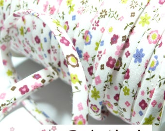 1 roll of 25 m floral spaghetti 7 70600-75 mm bias tape