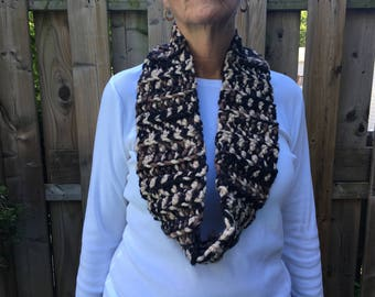 Chunky black and brown cowl