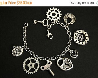 BACK to SCHOOL SALE Steampunk Bracelet.  Cogs and Gears Charm Bracelet. Steampunk Gears Bracelet. Silver Bracelet. Steam Punk Jewelry. Handm