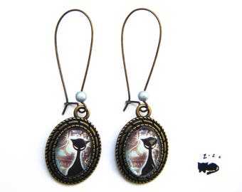 "Long ""enigmatic cat"" earrings in an oval Locket"