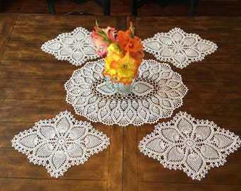 Crochet Doily Place Settings - Set of 4 - Table Setting - Farmhouse Decor - Wedding Gift - Doily Placemats - Crochet Lace Doily