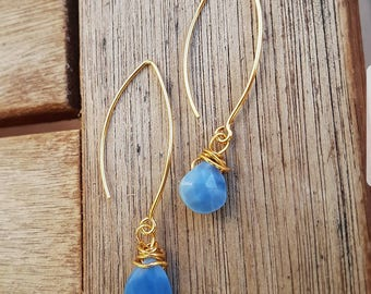 Gold earrings with opal stones