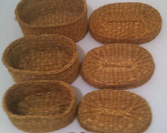 Vintage Set of 3 Wicker Baskets That Fit Inside of Each Other, 7 x 5 x 4
