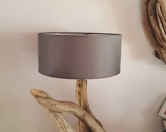 Grande Lampe fait de sa belle souche en bois flotté originale et son abat jour cylindrique design