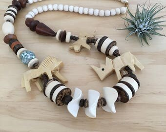 Vintage African Animals Beaded Necklace // Wooden beads, vintage jewelry, boho necklace
