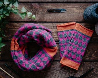 Cashmere cowl & mitts gift set - knitted wristwarmers with cashmere cowl - fairisle pattern - Luxury fingerless mitts - pink grey mittens