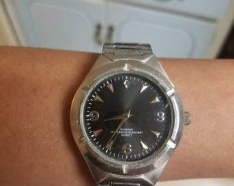 Mens quartz watch with stretch band