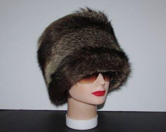 """Superbe et généreux bandeau de véritable fourrure de chat sauvage/Superbe luxurious real raccoon fur headband  21""""1/2 X 8"""" approx"""